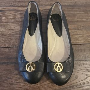 Wishbone Collection Black Leather Flat Size 7.5